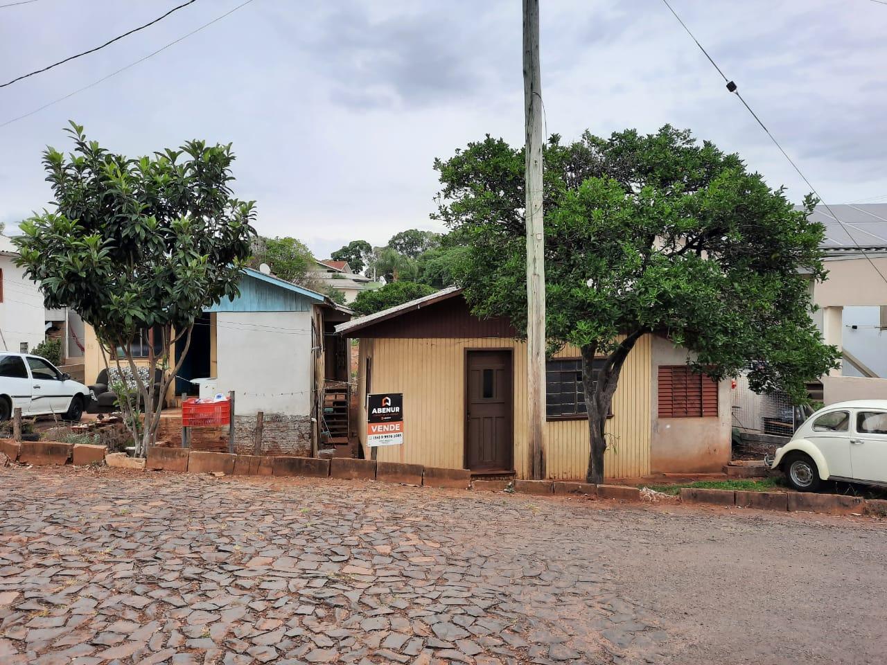 TRÊS CASAS DE MADEIRA NO BAIRRO JABOTICABAL - ERECHIM