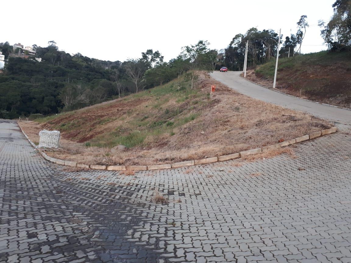 TERRENO DE ESQUINA COM VISTA PARA O VALE DOURADO E ÁREA DE 1.204,04m² - ERECHIM