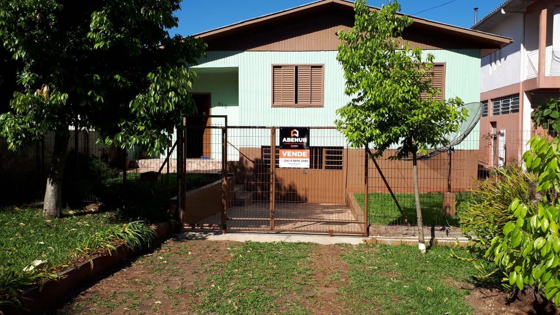 CASA DE MADEIRA NA AV. CALDAS JÚNIOR - ERECHIM-RS