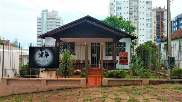 CASA MISTA COM 235 m², 02 PISOS, EMBAIXO 100 m², TERRENO COM 750m², DE 15m POR 50m. Localizado na Rua Dom Pedro II, Erechim/RS